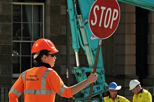 """昆州工党政府的一项新计划可能会让""""棒棒糖""""工人年薪挣到近18万澳元。(GREG WOOD/AFP/GettyImages)"""
