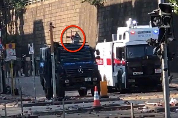 11月17日下午,警方在香港理工大学首次使用声波炮三秒。(大纪元视频截图)