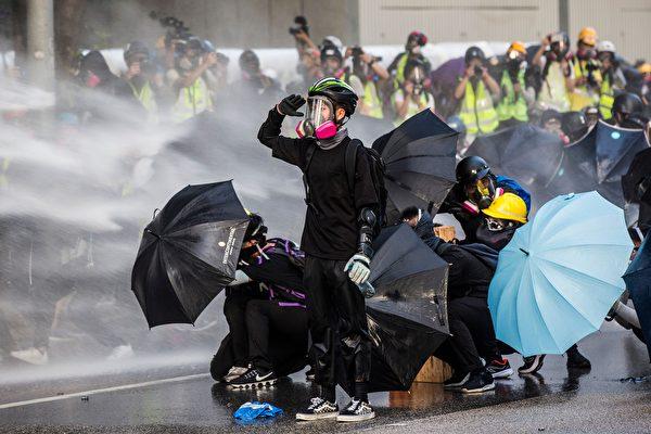 香港高等法院18日裁定,《緊急法》在「危害公安」的情況下使用,屬違反《基本法》,而《禁蒙面法》對基本權利的限制超乎合理需要,也屬違憲。( ISAAC LAWRENCE/Getty Images)