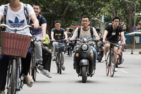 學者表示,中共統戰台青已從過去的請客吃飯,轉變為提供獎學金、降低大學入學門檻等方式。圖為北京清華大學校園。