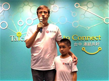 """父亲吴晋杰说,他不认为孩子""""有病"""",幸运接触到跆拳道;他将所有金牌化为""""宗修行道、文武合一、内外兼修""""12字,期许他走好未来的路。"""