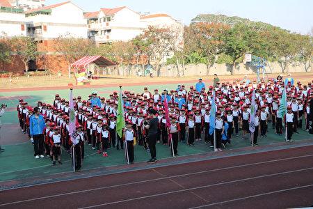 學生進行全英運動會,在實用英語會話場域裡秩序顯得更有序了。