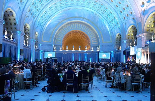 11月8日晚,共產主義受難者基金會舉行頒獎晚宴。(張翼/大紀元)