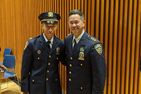 谷口直树(左)晋升至副督察,开心地与纽约市警交通安全局局长、三星警司陈文业(右)合影。