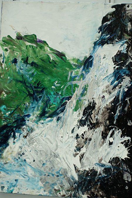 飞扬天使吕孟霖的参展画作《瀑布》。
