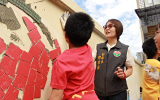 泰興學童創意磁磚拼貼 小蠹蟲親子館外牆變美了