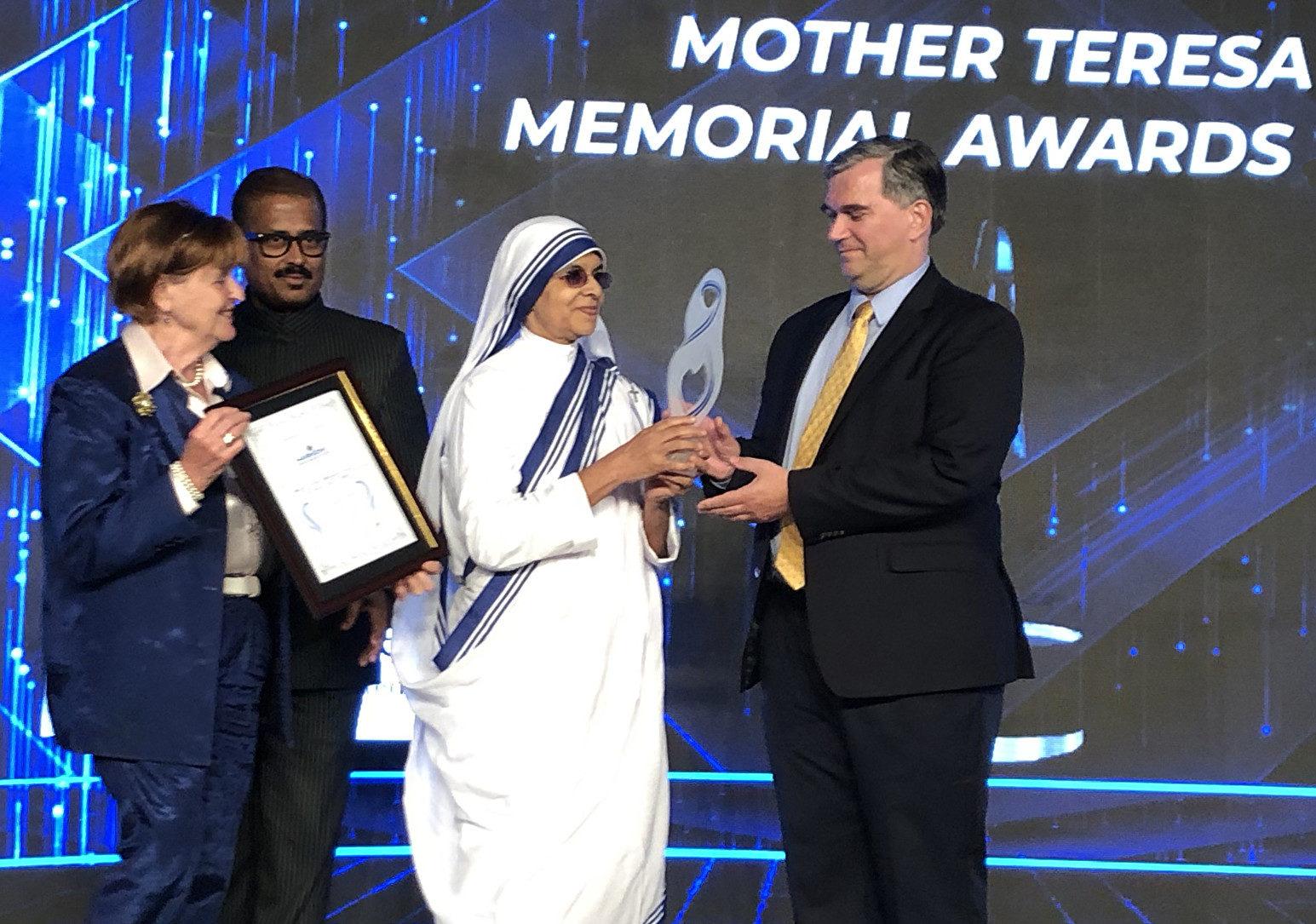 「醫生反強摘器官組織」獲頒社會正義獎