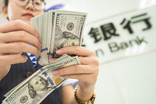 上海自由貿易實驗區設立之初,承諾人民幣可自由兌換,但迄今仍有多項承諾沒有兌現。(STR/AFP via Getty Images)