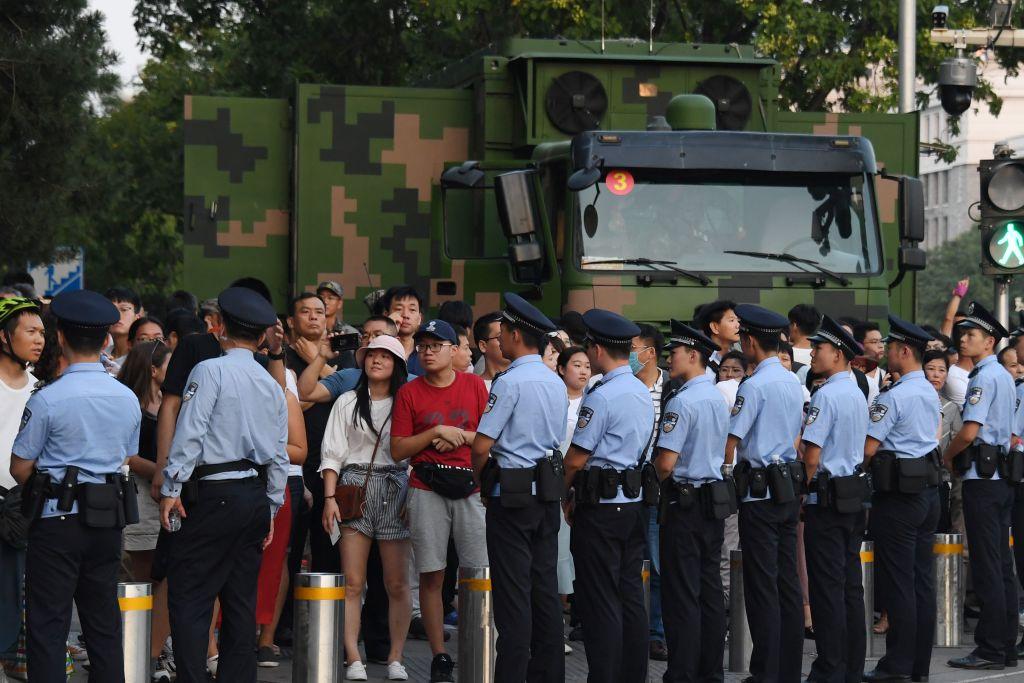 中共強調公安「姓黨」,透露出嚴重的執政危機感。圖為2019年9月7日北京街頭一景。(GREG BAKER/AFP via Getty Images)