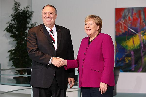 11月8日下午,美國國務卿蓬佩奧在德國首都柏林與總理默克爾會面。(Andreas Gora /Getty Images)