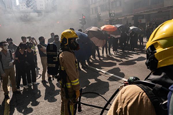 11月11日,港人三罷抗議,遭港警開槍,2人受傷。圖為港人傘陣抗議。(Anthony Kwan/Getty Images)