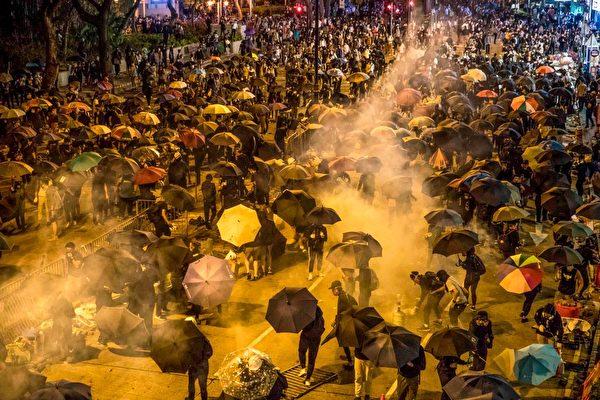 港人千方百计营救学生 遭密集催泪弹阻截
