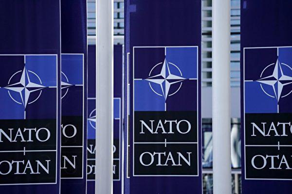 北約將在決策中密切關注中國(中共)不斷增長的軍事力量。圖為布魯塞爾北約總部的Logo。(KENZO TRIBOUILLARD/AFP/Getty Images)