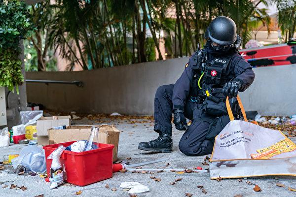 11月28日,香港警方進入理大校園。(Anthony Kwan/Getty Images)