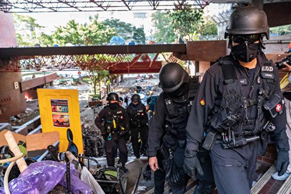 香港警方進入理大校內。(Anthony Kwan/Getty Images)