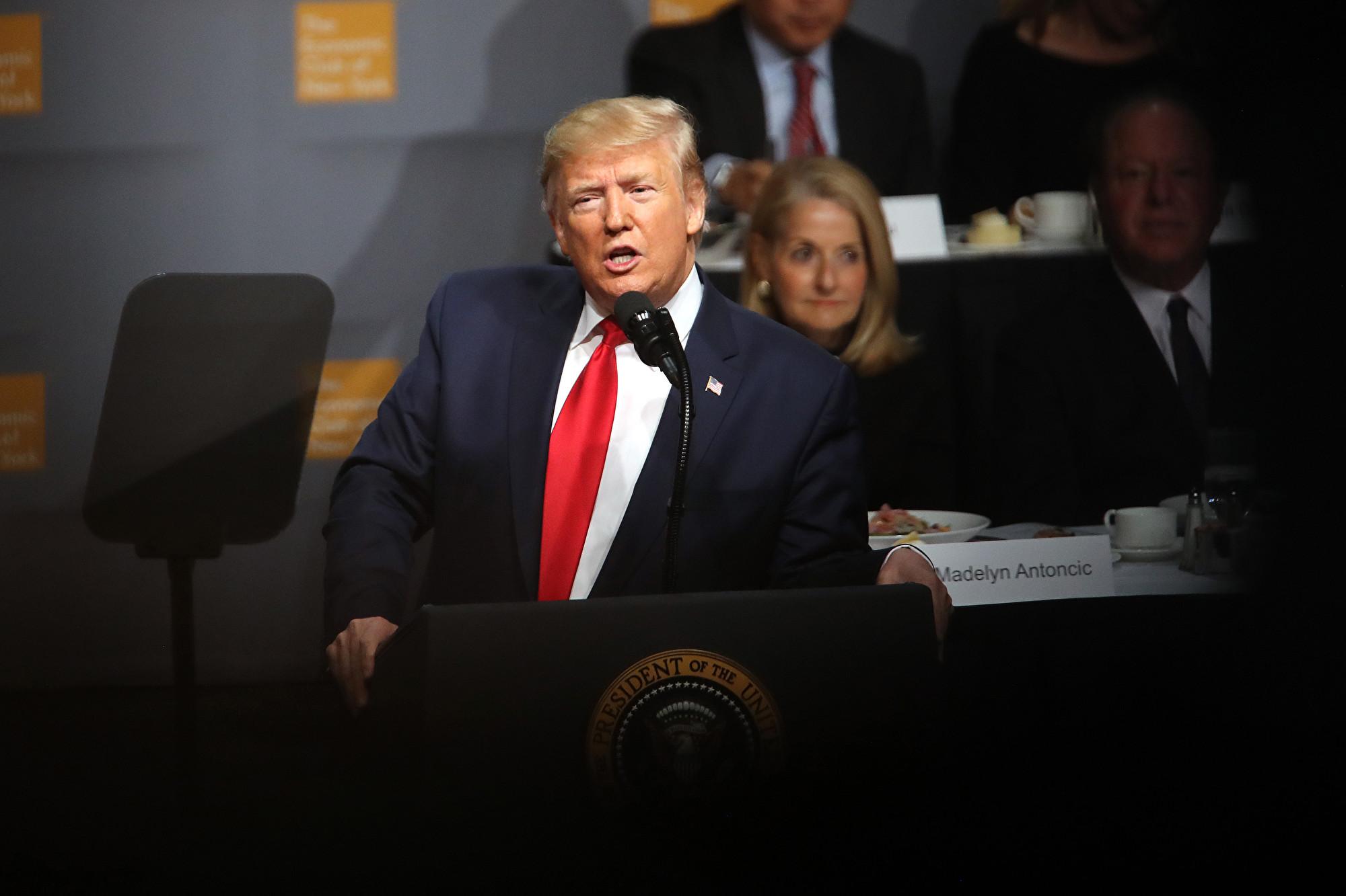 2019年11月12日中午美國總統特朗普在紐約經濟俱樂部(New York Economic Club)演講,預計重點在美國經濟,或涉及最新的中美貿易談判進展。(Spencer Platt/Getty Images)