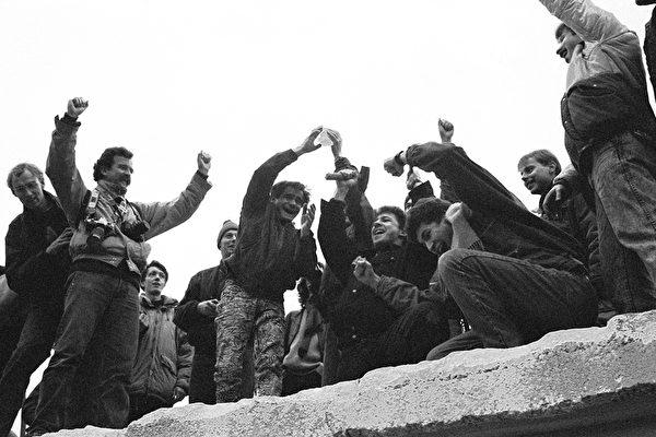 反思历史 柏林墙和社会主义带来的罪恶
