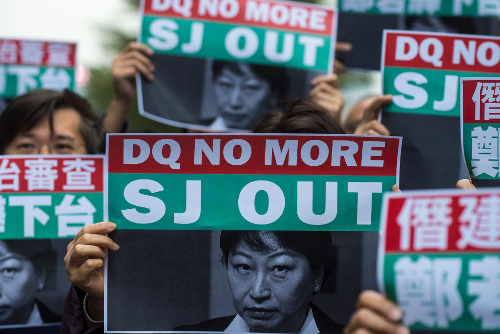 鄭若驊被認為是逃犯條例修例的主要推手之一,在香港非常不受歡迎。(PHILIP FONG/AFP via Getty Images)