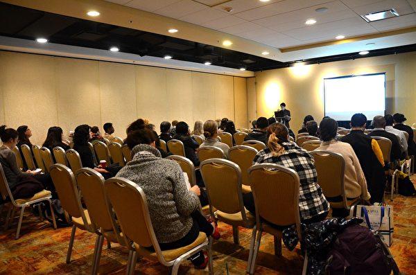 中國器官采割研究中心研究員Rich An在APHA年會的小組會議上做專題報告。(良克霖/大紀元)