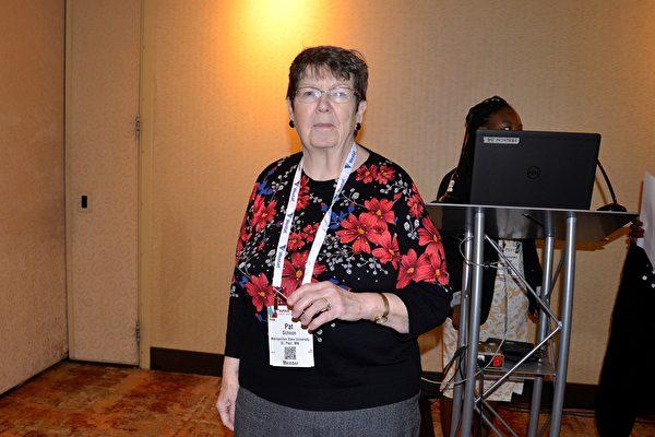 來自明尼蘇達州的護理學教授Pat Schoon說,在中國每年活摘器官的數量令她震驚。(良克霖/大紀元)