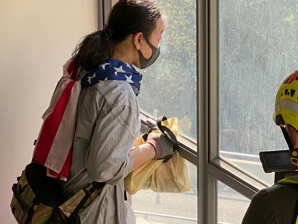 美國國旗與任劍揮:理大留守廚師的故事