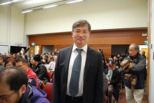 政治評論人、律師桑普表示:香港未來抗爭或更趨艱難,甚至有人犧牲,付出難以想像的代價;但從長遠看,中共必定垮台。他希望香港人堅持下去,並呼籲全人類團結起來,共同對抗中共。(伊鈴/大紀元)