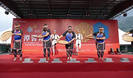 邵族逐鹿市集舞團的開場演出「豐收舞」。