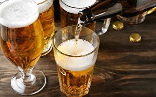 维州山火灾区啤酒紧缺 军舰运送3000升救急