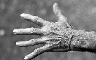 男子擅闖民宅遇對手 美82歲老奶奶不好惹