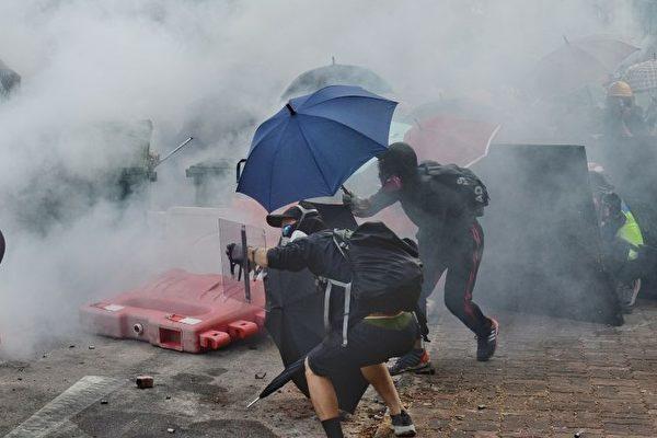 【新闻看点】香港抗争4大特点 北京难以应对
