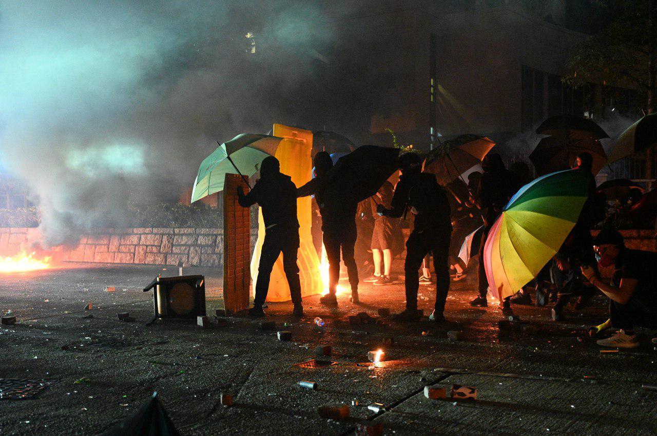 香港理大內部影片曝光 速龍小隊突襲入校抓人