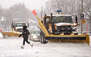 多伦多雪过天晴 市府扫雪队出动