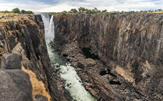 非洲南部嚴重旱災 世界最大瀑布變細流