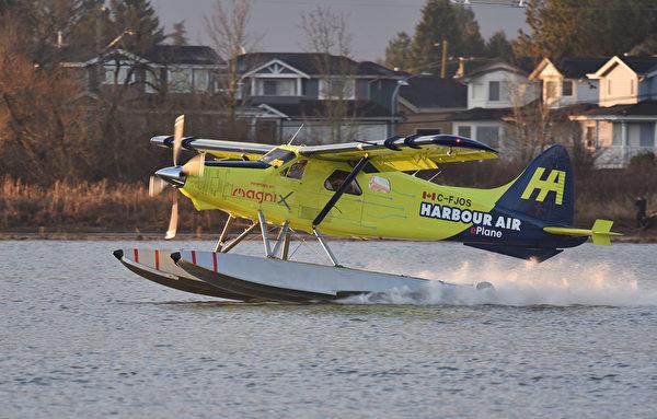 加拿大港灣航空公司(Harbour Air)於2019年12月10日成功試飛全球首架全電動飛機。(Don MacKinnon / AFP)
