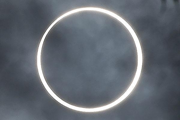 2019年12月26日,在印度南部拍攝的日環食。(Arun SANKAR/AFP)
