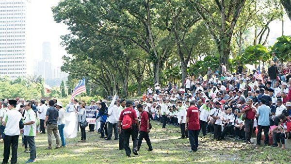 一場以「國家戰士集會,抗議共產主義」為主題的集會,於2019年12月24日上午在馬來西亞首都吉隆坡默布草場舉行。圖為集會現場。 (朱利達/大紀元)