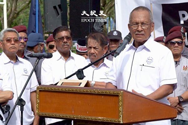 馬來西亞退休高級警官協會(RESPA)主席丹斯里·莫哈末·依斯邁(Tan Sri Mohd Ismail Che Rus)於2019年12月24日上午在集會上,向共產主義擁護者作出嚴厲警告。 (朱利達/大紀元)