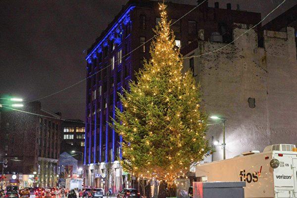 波城华埠圣诞树点灯 居民热闹迎佳节