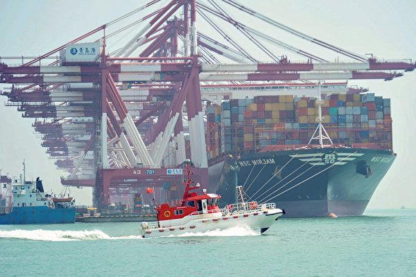美中貿易談判走到今天,幾乎成了一根雞肋和「面子工程」。圖為山東青島港。(STR/AFP)