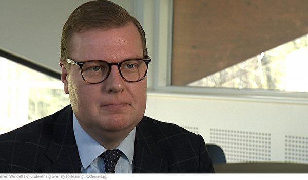 保守人民黨(K)議員孫恩·維戴爾(SørenWindell)認為,ODEON管理層對取消神韻演出的「新理由」讓他們自己處於一個不利境地。」(丹麥電視二台網頁新聞報道截圖)