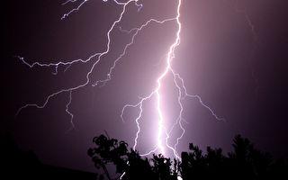 強雷暴襲擊西澳 每小時數萬次
