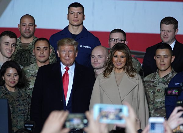 12月20日晚,美國總統特朗普和夫人梅拉尼亞出席《國防授權法》簽署儀式。(亦平/大紀元)