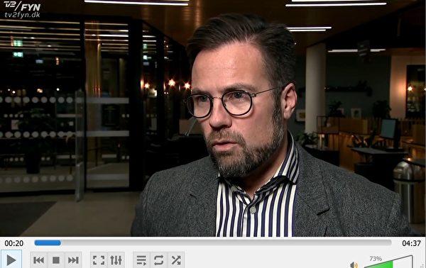 奧登賽市長彼特·拉拜克·尤爾(Peter Rahbæk Juel)在ODEON謊言被曝光後,當天晚上,他再次接受TV2菲茵分台採訪,部份修改了他之前認為沒有必要進行調查的主張,希望儘快由市府與ODEON召開會議。(丹麥電視二台電視新聞截圖)