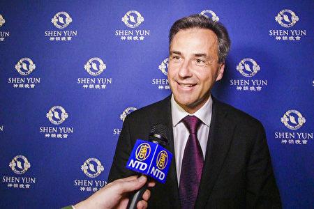 奧地利格拉茨市長Siegfried Nagl先生觀看了神韻紐約藝術團在奧地利格拉茨歌劇院的首場演出。(新唐人電視台)