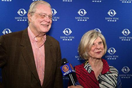 銀行家、富達銀行董事長James B. Miller, Jr.和太太Yessick Ann在亞特蘭大觀賞了神韻演出。(新唐人電視台)