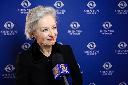 瑞士著名電影電視演員、獲頒戲劇終身成就獎的Heidi Maria Glössner女士觀賞了神韻在瑞士蘇黎世11劇場的演出。(新唐人電視台)