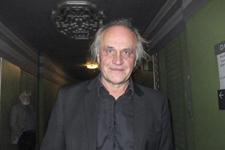 捷克共和國的人權部長Michael Kocab先生觀看了神韻在倫敦的演出。(麥蕾/大紀元)