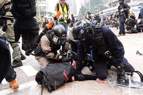 2019年9月29日,「9.29全球抗共」遊行活動。港警在金鐘狂抓捕抗爭者。(宋碧龍/大紀元)