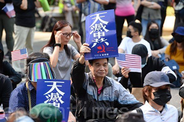 2019年12月1日,香港民眾在中環遮打花園進行「感謝美國保護香港」大遊行活動。(宋碧龍/大紀元)