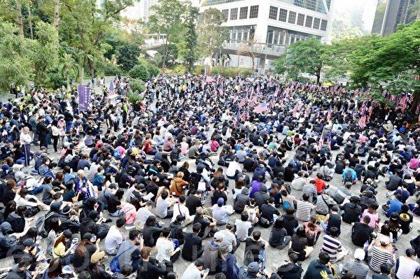 2019年12月1日,香港民眾舉行「感謝美國保護香港」大遊行活動。圖為民眾返回中環遮打花園。(余天祐/大紀元)
